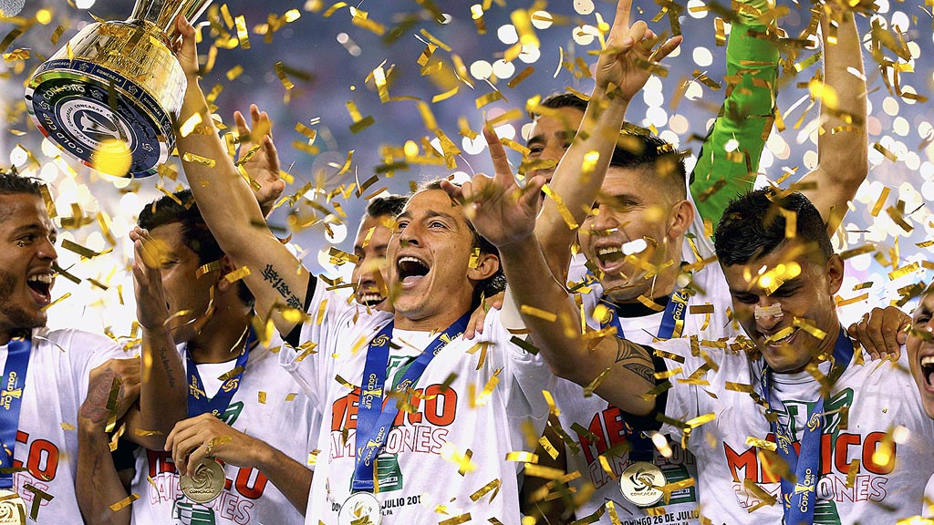 PHILADELPHIA, PA - JULY 26: Andres Guardado #18 of Mexico and teammates celebrate after defeating Jamaica in the CONCACAF Gold Cup Final at Lincoln Financial Field on July 26, 2015 in Philadelphia, Pennsylvania. Mexico won, 3-1. Patrick Smith/Getty Images/AFP