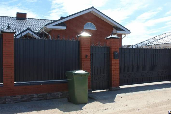 На фото За отсутствие договоров на вывоз мусора собственников частных домов в Сергиевом Посаде будут штрафовать изображение