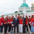 Спортивные волонтеры помогают иностранцам на туристических маршрутах ЧМ‑2018 в Подмосковье