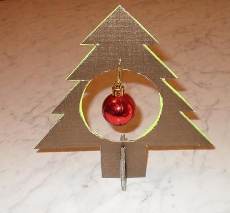 елка-нг-Christmas-tree-out-of-cardboard-e1321777737486