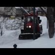 Коммунальщики убирают и вывозят снежные завалы