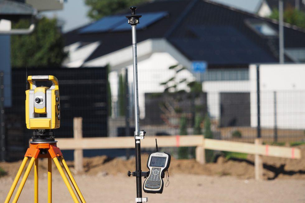 surveying-4204840_1920-980x653