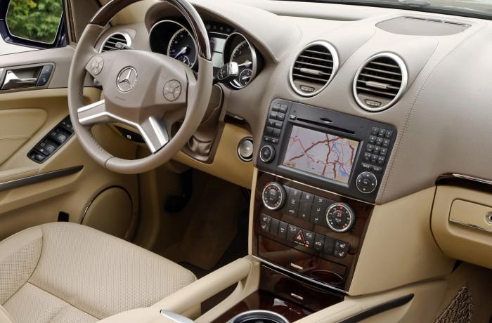 2010 Mercedes-Benz GL450.