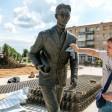 В Пересвете появился памятник Виктору Пухову