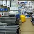 Где лучше закупать материалы: в строительном гипермаркете или специализированном магазине?