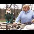 В парке «Скитские пруды» установили карусель для детей с инвалидностью