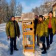 Отряд юннатов «Лесная братва» из Хотьково продолжает поддерживать птиц зимой