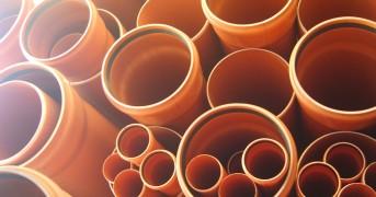truba-pvh-sn8-tip-sredniy-dlya-naruzhnoy-kanalizacii-3