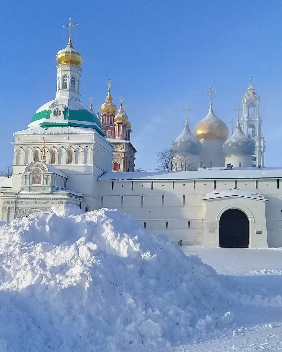 Лавра и сугробы на Красногорской площади