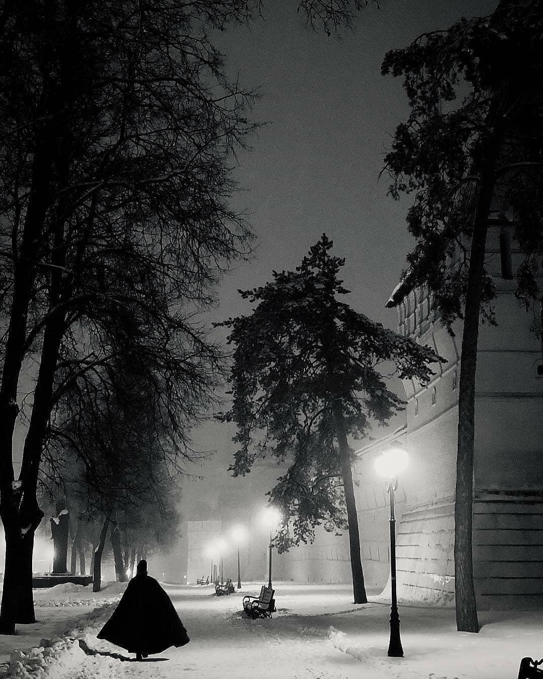«Архимандрит Бэтмэн» у стен Лавры.