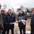 Михаил Токарев проверил, как идут работы по строительству котельных в Самотовине и Константинове