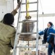 На колокольню Воскресенского подворья подняли новый колокол