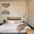Роскошь или минимализм в интерьере спальни?