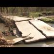 Самодельную переправу через реку Торгоша возле деревни Охотино размыло половодьем