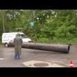 На улице Железнодорожной в районе дома №46 начали ремонтировать канализационный коллектор